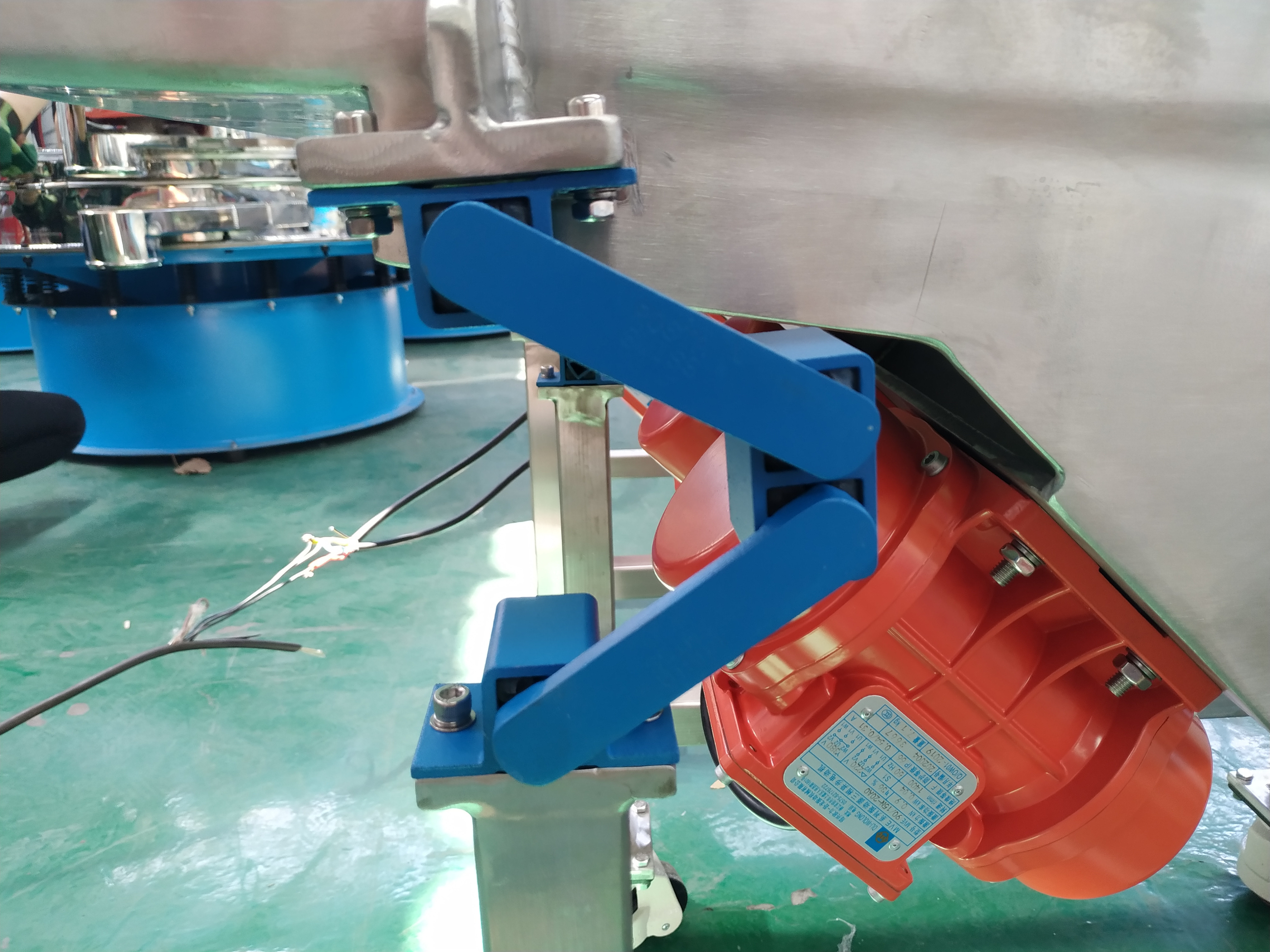 Vibrating Feeder With Elastic Vibration Support